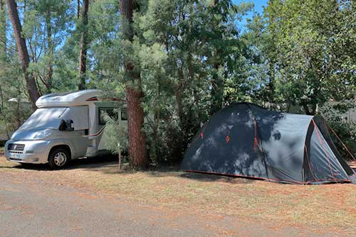 Tent or caravan pitch for camping near Royan and La Palmyre